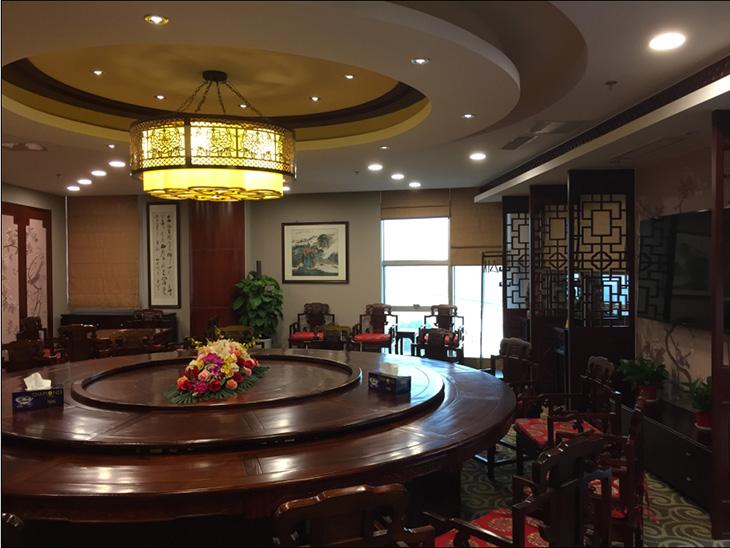2接待室(江苏厅):可一次宴请16人就餐,该厅设有棋牌桌。.jpg